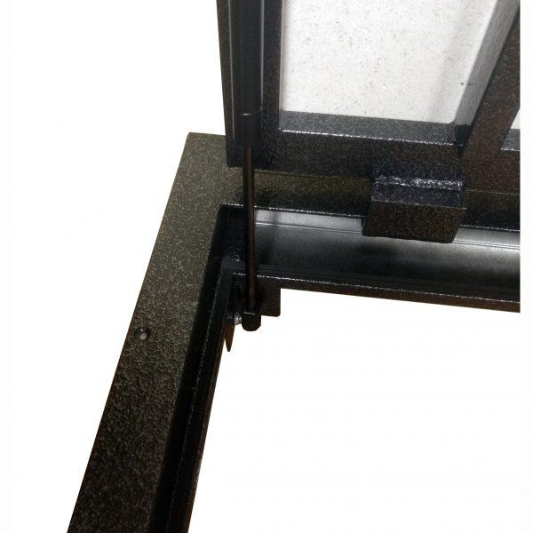 Grīdas tērauda tehniskā (revīzijas) lūka izmērs 90 cm x 90 cm